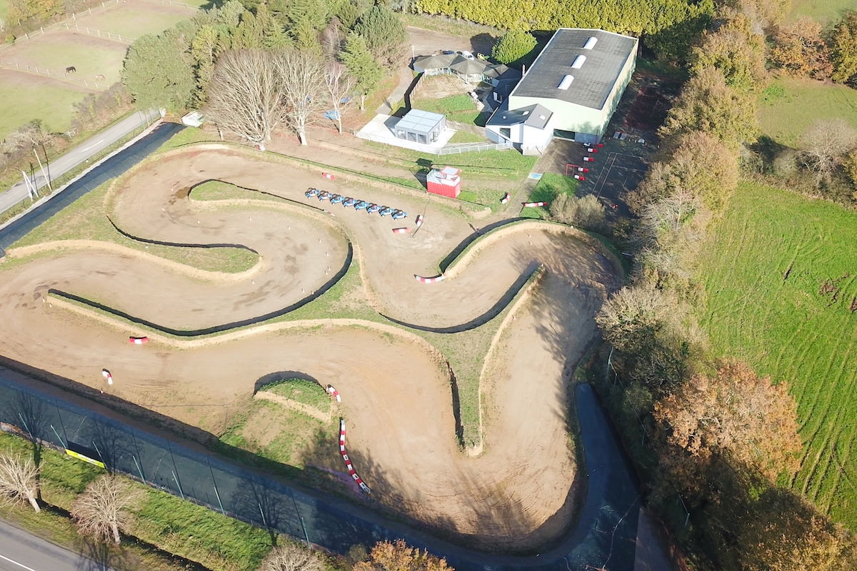Circuit terre à Sautron en Loire-Atlantique avec un jump